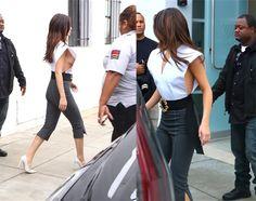 Selena Gomez op stap in 'gevaarlijke' blouse - Het Nieuwsblad: http://www.nieuwsblad.be/cnt/dmf20170610_02919847?utm_source=facebook