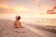 First Birthday Beach Session Die Neapel-Fotografin Kelly Jones Cake Smash Session am Strand www. Kids Beach Photos, Baby Beach Pictures, Baby Girl Photos, Beach Kids, Beach Baby Photography, Birthday Photography, Children Photography, Baby Am Strand, 1st Birthday Photoshoot