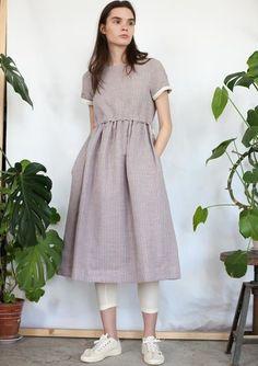 Сиреневое льняное платье с кулиской в полоску с кор. рукавом