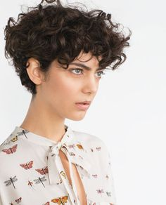 If you are searching for some short curly hair styles ideas that you can try today, you came to the […] Haircuts For Curly Hair, Curly Hair Cuts, Short Hair Cuts, Shirt Curly Hairstyles, Curly Pixie, Curly Short, Pixie Bob, Short Pixie, Curly Bob