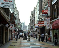 Londen 1978 Carnaby Street by makoekis, via Flickr Swinging London, Carnaby Street, Hippie Style, Street View, Boutique, Gallery, Walking, Apple, Times