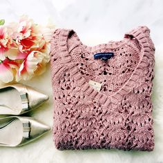 ♡HP♡⚬American Eagle⚬Open Knit Sweater Beautiful rose colored sweater that is perfect for winter! Features open knit details and v-neck. Wool blend material and true to size. Brand new with tags, would make a great gift. I do bundle discounts and am a ⚡️shipper! American Eagle Outfitters Sweaters V-Necks