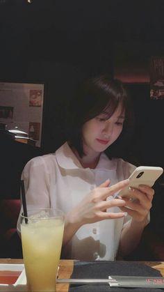 red velvet pics on - rv pics Seulgi, Kpop Girl Groups, Korean Girl Groups, Kpop Girls, Velvet Wallpaper, K Wallpaper, Wendy Red Velvet, Red Velvet Irene, Asian Music Awards