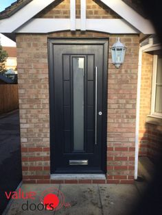 A bar handle can create a stylish look on any door! This our Ultimate Vermont Rockdoor in Anthracite Grey with Gluechip Glazing and Bar Handle