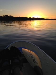 See 252 photos and 7 tips from 649 visitors to Willows Beach. Great Places, Beautiful Places, Standup Paddle Board, Meet Friends, Vancouver Island, Paddle Boarding, Surfboard, Sunrise, Adventure