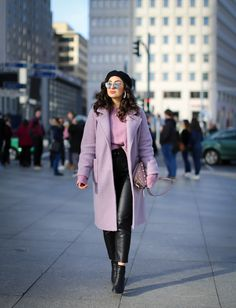 Purple Coat Outfit - Winter outfit with a lilac oversized coat from NAKD, leather pants from Loavies and a Karl Lagerfeld bag. Lila Outfits, Purple Outfits, Trendy Outfits, Winter Mode Outfits, Winter Fashion Outfits, Spring Outfits, Outfit Winter, Heutiges Outfit, Blazer Outfits