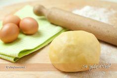 Pasta frolla, ricetta base della pasticceria. Una pasta frolla fine e friabile, ideale per qualsiasi preparazione da biscotti a crostate. Facile, veloce