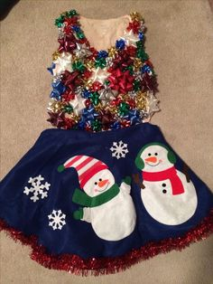 diy ugly christmas party outfit with a cheap tree skirt & bows hot glued to a tank top. Tacky Christmas Party, Diy Ugly Christmas Sweater, Christmas Party Outfits, Holiday Party Outfit, Ugly Sweater Party, Christmas Costumes, Winter Christmas, Xmas Sweaters, Christmas Clothes
