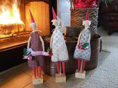 Hada Navidad rascándose la cabeza. Hadas muñeca Tilda por SewnJoys, $37,00