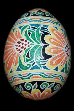 http://fc08.deviantart.net/fs32/f/2008/187/3/2/Pysanky_021_by_DaisyOdd.jpg