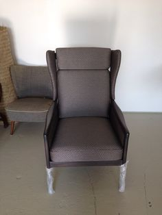 Neu behandelter Stuhl. - neu gebeizt - neu gepolstert und bezogen