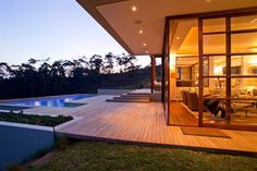 Applying the principles of Japanese design to this site resulted in a contemporary home that
