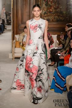 Valentino Couture - The Most Gorgeous Gowns From Paris Couture Week Spring 2018 - Photos Couture Week, Spring Couture, Style Couture, Couture Fashion, Runway Fashion, Fashion Show, Valentino Couture, Vestido Maxi Floral, Nice Dresses