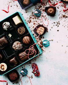 chocolates with box on white surface Chocolate Treats, Chocolate Box, Delicious Chocolate, Healthy Chocolate, Christmas Gift Box, Holiday Gifts, Santa Christmas, Tgif, Parda