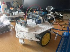 Una de las preguntas más reiteradas que recibimos es dónde conseguir una base de precio accesible para construir su robot, o planos de cómo construirlo. Intentamos dar algunas pistas con este artículo Espresso Machine, Robot, 3d Printing, Prints, Arduino Projects, 3d Printer, Impression 3d, Robotics, Robots