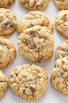 These Soft and Chewy Oatmeal Raisin Cookies are super soft, thick, and loaded with oats and raisins. These cookies are easy to make and so delicious! ***(just use gluten free all purpose flours)*** Soft Oatmeal Raisin Cookies, Raisin Cookie Recipe, Oatmeal Cookie Recipes, Chocolate Chip Oatmeal, Oatmeal Cream, Chocolate Chips, Cookies Soft, Yummy Cookies, Raisen Cookies