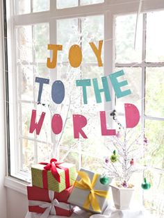 "Colorful ""Joy to the World"" Banner #Craft to Decorate for the #Holidays - #ParentsCrafts"