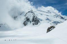 Schnee, Eis und Fels, so weit das Auge reicht! Perfekte Bedingungen für die Arc'teryx Alpine Academy in Chamonix - und unsere Mitarbeiter Sabrina und Christian sind mittendrin!  #sporthausschuster #schuster1913 #münchen #marienplatz #chamonix #montblanc #arcteryxalpineacademy #arcteryx Zu unserem Markenshop von Arc'teryx geht's hier lang: http://www.sport-schuster.de/Marken/Arcteryx/