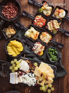 Raclette ingredients: classic raclette & new ideas Kitchen stories - Healthy Dinner Fondue Recipe Melting Pot, Easy Chocolate Fondue Recipe, Melting Pot Recipes, Tapas Recipes, Healthy Recipes, Fondue Raclette, Summer Recipes, Food Network Recipes, Food And Drink