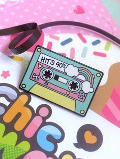 Enamel pin music cassette 90 candy party kawaii por ChicKawaii