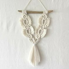 Macrame Design, Macrame Art, Macrame Projects, Macrame Knots, Macrame Bracelets, Macrame Wall Hanging Patterns, Macrame Patterns, Handmade Crafts, Diy And Crafts