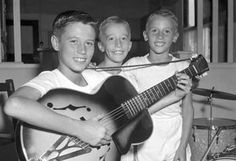 Brothers Barry Gibb and twins Robin Gibb and Maurice Gibb from Redcliffe, who later became the 'Bee Gees', pictured in Brisbane, Queensland after rocking the radio and record. Get premium, high resolution news photos at Getty Images Easy Listening, Robin, Elvis Presley, Les Bee Gees, Die Beatles, Dr Hook, Andy Gibb, Young Celebrities, Celebs