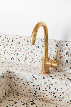 Discover recipes, home ideas, style inspiration and other ideas to try. Terrazzo, Bathroom Inspiration, Home Decor Inspiration, Decor Ideas, Kitchen Interior, Home Interior Design, Diy Kitchen, Grande Table A Manger, Natural Home Decor