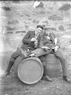 Be sure to check out my other prohibition images. Beer Images, Beer Pictures, Pictures Of People, Old Pictures, Beer Pics, Distillery, Brewery, Beer History, Bar Scene