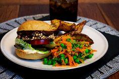 The Whole Shebang Black Bean Burgers - twimii Burger And Chips, Burger Mix, Black Bean Soup, Black Beans, Vegan Burgers, Salmon Burgers, Gluten Free Buns, Black Bean Burgers, Leftovers Recipes