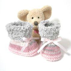 Chaussons bébé tricot roses blancs et gris 0/3 mois Tricotmuse : Mode Bébé par tricotmuse