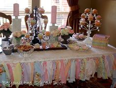 i like the streamers around the table.. looks like a tutu.  Would be cute for the baby or wedding showers