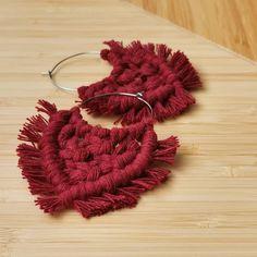 """46 tykkäystä, 18 kommenttia - Tiia Korhonen, Ekotar design (@ekotardesign) Instagramissa: """"POHJOLA  Vaka vanha Väinämöinen lähteäksensä käkesi tuonne kylmähän, pimeähän Pohjolahan. Otti…"""" Crochet Necklace, Band, Accessories, Instagram, Jewelry, Design, Sash, Jewlery, Jewerly"""