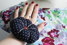 igielnik na nadgarstek, poduszeczka na igły, wrist pin cushion, szycie na maszynie, blog o szyciu