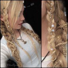 Resultado de imagen para cadenas para el pelo Hair Jewelry, Hair Dos, Hair Hacks, Medieval Hairstyles, Witchy Hairstyles, Braided Hairstyles, Pretty Hairstyles, Viking Makeup, Elven Makeup
