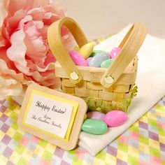 Mini Easter Basket Favor.  It would be very cute on the table for Easter brunch.