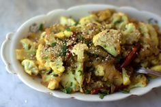 Vegan Recipes - Spicy Cauliflower with Sesame recipes-to-try-one-day Sesame Recipes, Vegetable Recipes, New Recipes, Whole Food Recipes, Vegetarian Recipes, Favorite Recipes, Healthy Recipes, Vegetarian Lunch, Delicious Recipes