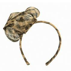 Stylisch, flippig und dennoch mondän - der #Muehlbauer #Fascinator im Tigerlook http://www.fromaustria.com/haarreif-neko-leopard-muehlbauer-wien