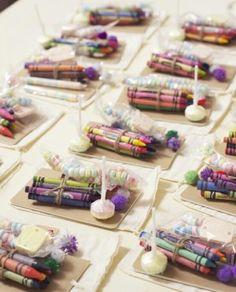 Tolle Idee für einen Kindertisch zu besonderen Anlässen wie eine Hochzeit oder eine Geburtstagsfeier. Noch mehr Ideen gibt es auf www.Spaaz.de
