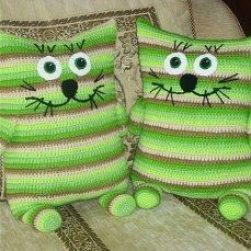 Baby Knitting Patterns Pillow Couch Cushion in the shape of a cat …, 9 great ideas to crochet! (Diy Pillow's For … Crochet For Kids, Crochet Toys, Crochet Baby, Knit Crochet, Crochet Pillow Pattern, Crochet Cushions, Crochet Patterns Free Women, Baby Knitting Patterns, Crochet Chicken