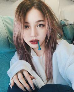 pony park hye min make up 🌃🗽 Korean Beauty Girls, Cute Korean Girl, Asian Beauty, Asian Makeup Looks, Korean Makeup Look, Pony Makeup, Eye Makeup, Pony Korean, Korean Hair Color