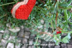 corações em lã para decoração de árvore de natal