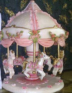 Calesita de caballitos en porcelana fría. cada caballito esta realizado en forma artesanal . Carousel Cake, Carousel Horses, Fairy Castle Cake, Baby Pink Aesthetic, Pretty Box, Collectible Figurines, Cold Porcelain, Cake Creations, Room Themes