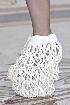 "3D printed shoes inspired by nature: intricate lattice pattern representing tree roots // Iris Van Herpen haute couture, ""wilderness embodied"""