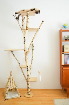 DIY natural scratching tree with a bohemian touch. Made of birch tree, sisal rope and a bit of paint. Check out my blog for more info! #cattree #kratzbaum #catfurniture