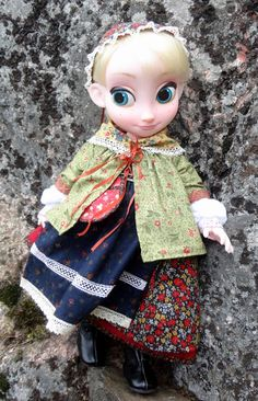 Elsa's outfit is inspired by Scandinavian and Finnish folk costumes.