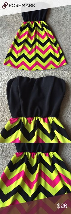 Strapless Dress 🌻 Almost new black strapless with beautiful yellow and fuchsia pattern Dresses
