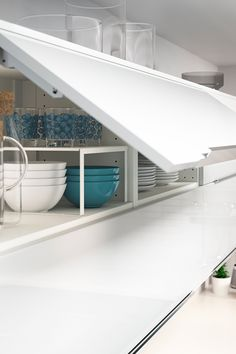 Kitchen cabinets that suit you and how you use your kitchen will save time and effort every time you cook (or empty the dishwasher). With IKEA SEKTION kitchens, you can create your ideal layout to store everything you need to!