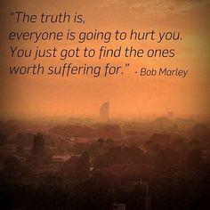 Με άλλα λόγια ψάχνω να βρω έναν άνθρωπο που θα αξίζει να τον αφήσω να με πληγώσει..!