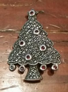 Sterling-Silver-Art-Deco-Christmas-Tree-Pin-Brooch-with-Marcasites-amp-Garnet