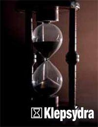 """Flyflò Klepsydra è un tavolato monoplancia che nasce dall'esperienza artigianale sulla quale l'azienda è fondata, contributo di una tradizione che non si improvvisa. La linea Klepsydra è studiata, progettata e realizzata per i nostalgici e gli amanti del fascino retrò. È un parquet ad essenze lavorate con un effetto """"vissuto"""" ma al tempo stesso economico."""